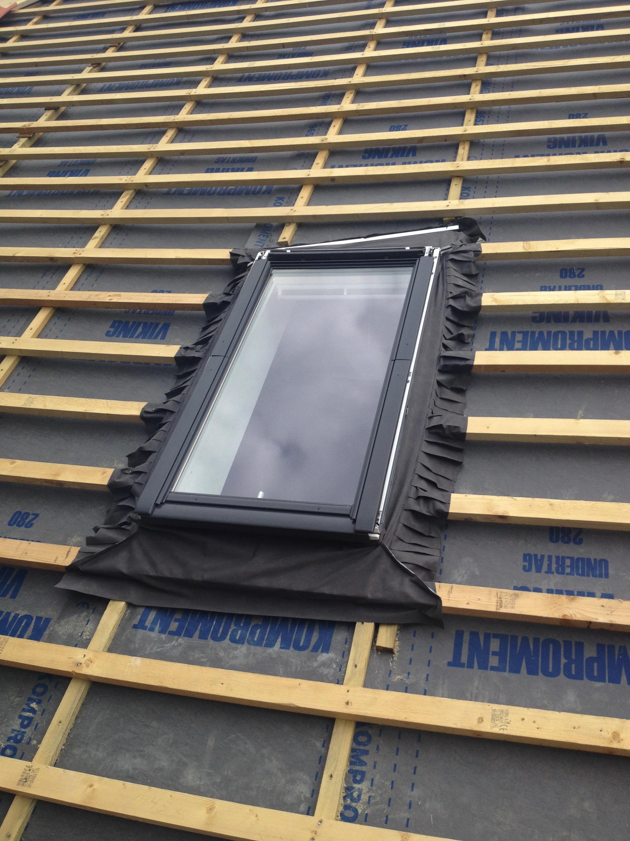Færdigmonteret Velux-vindue.
